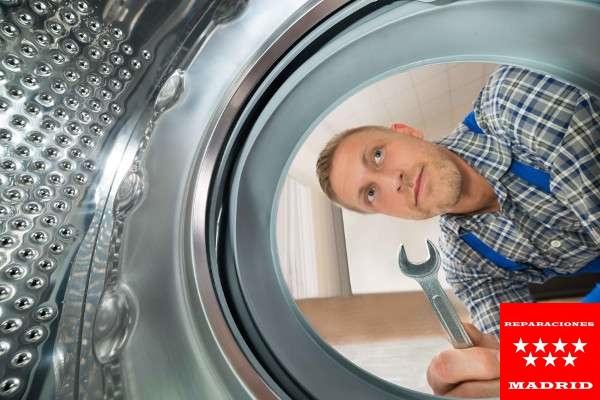 lavadora pierde agua en Madrid